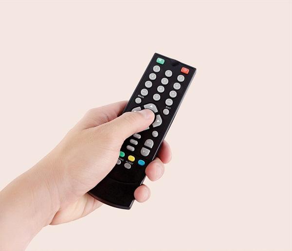 Bạn có thể dùng điều khiển từ xa tivi, đầu máy DVD để tìm ra camera giấu kín