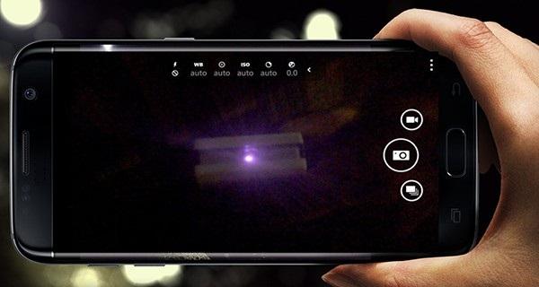Dùng điện thoại là một cách phát hiện camera quay lén thông dụng